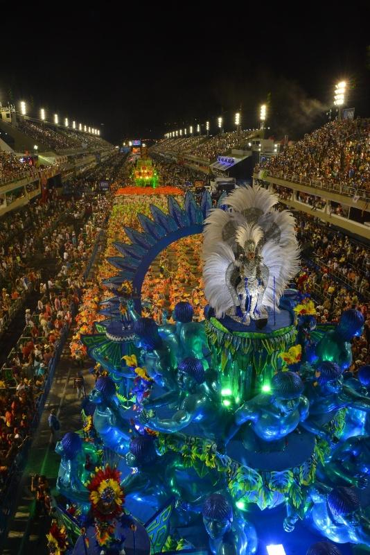 11.fev.2013 - A Portela trouxe à avenida 31 alas, 3.700 componentes e 7 alegorias