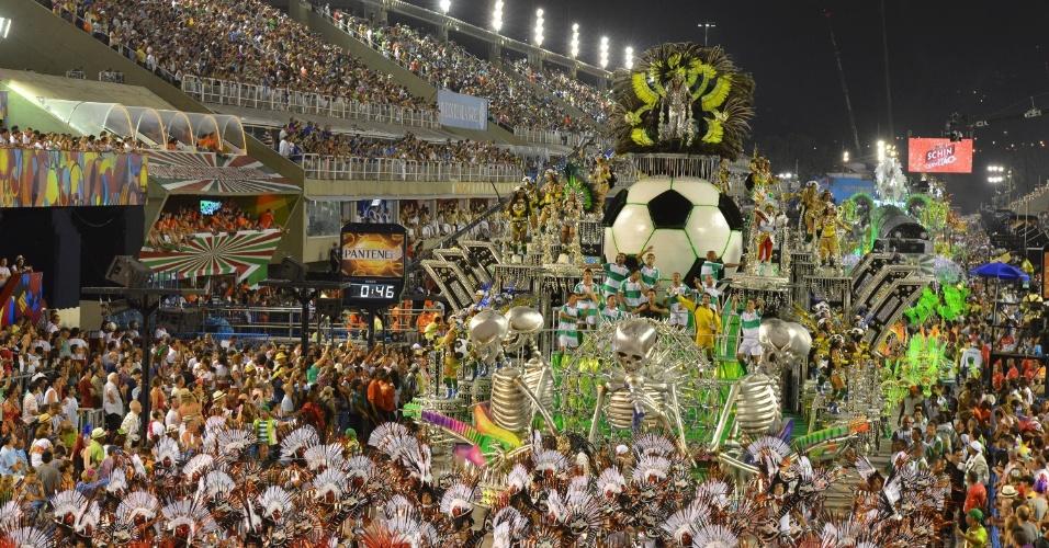 11.fev.2013 - Ala mistura guitarras e times de futebol em homenagem ao Maracanã, palco de muitas edições do Rock in Rio.
