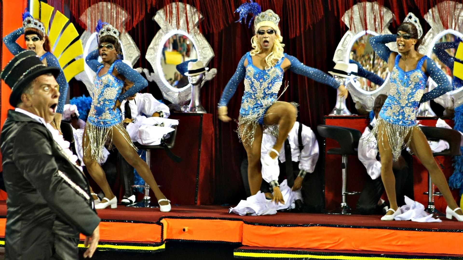 11.fev.2013 - Malandros cariocas viram vedetes na coreografia do abre-alas da Portela