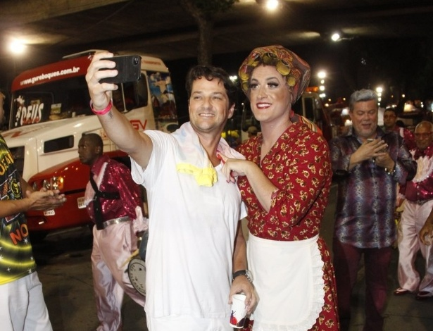11.fev.2013 - Marcelo Serrado durante o desfile da São Clemente no segundo dia de desfiles no sambódromo do Rio