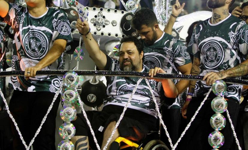 11.fev.2013 - Marcelo Yuka, músico e roqueiro, é um dos destaques da Mocidade Indepentende.