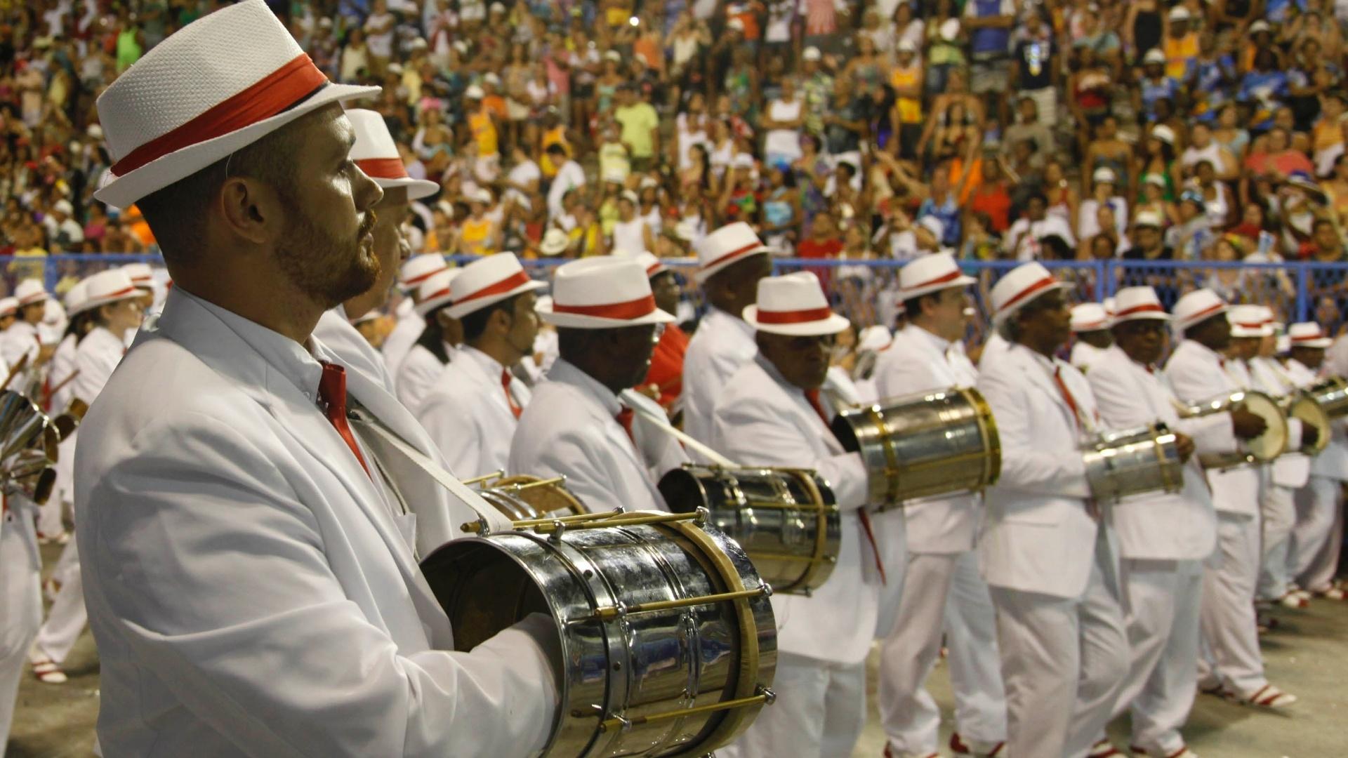 11.fev.2013 - Portela se apresenta na Sapucaí com o samba-enredo