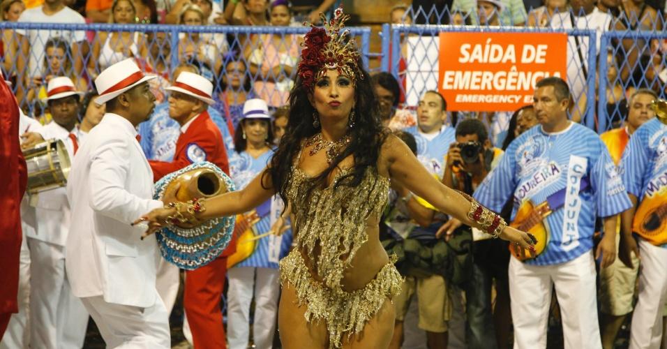 11.fev.2013 - Patrícia Nery, rainha de bateria da Portela, se apresenta na Sapucaí