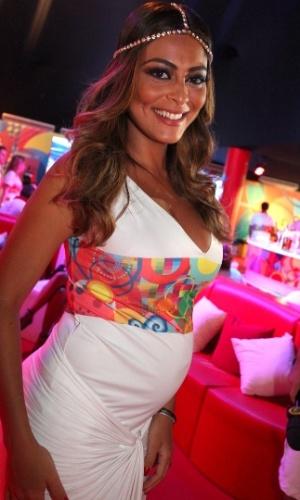 11.fev.2013 - Grávida, Juliana Paes inaugura camarote de churrascaria na Sapucaí