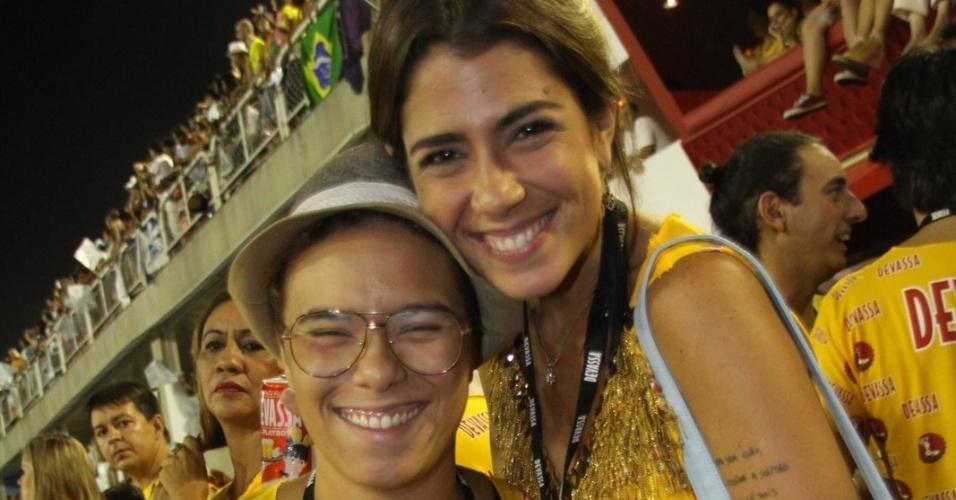 11.fev.2013 - A cantora Maria Gadú acompanhou o desfile da Beija Flor ao lado de sua namorada, a produtora Lua Leça