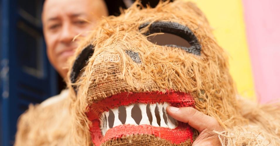 12.fev.2013 - A 26ª edição do evento do Encontro dos Bonecos Gigantes homenageou o cantor Veio Mangada, vivido pelo ator Walmir Chagas; estrutura foi elaborada pelo bonequeiro Silvio Botelho.