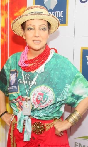 12.fev.2013 - A atriz Betty Lago se prepara no Camarote da Grande Rio, momentos antes de desfilar pela escola