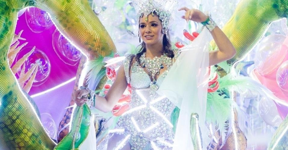 12.fev.2013 - A atriz Bruna Marquezine é destaque na sétima alegoria da Grande Rio