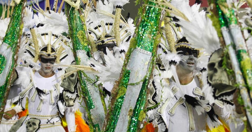 12.fev.2013 - Ala mostra a diversidade indígena do estado do Pará. Imperatriz Leopoldinense conta a história do estado na Sapucaí, Rio de Janeiro.