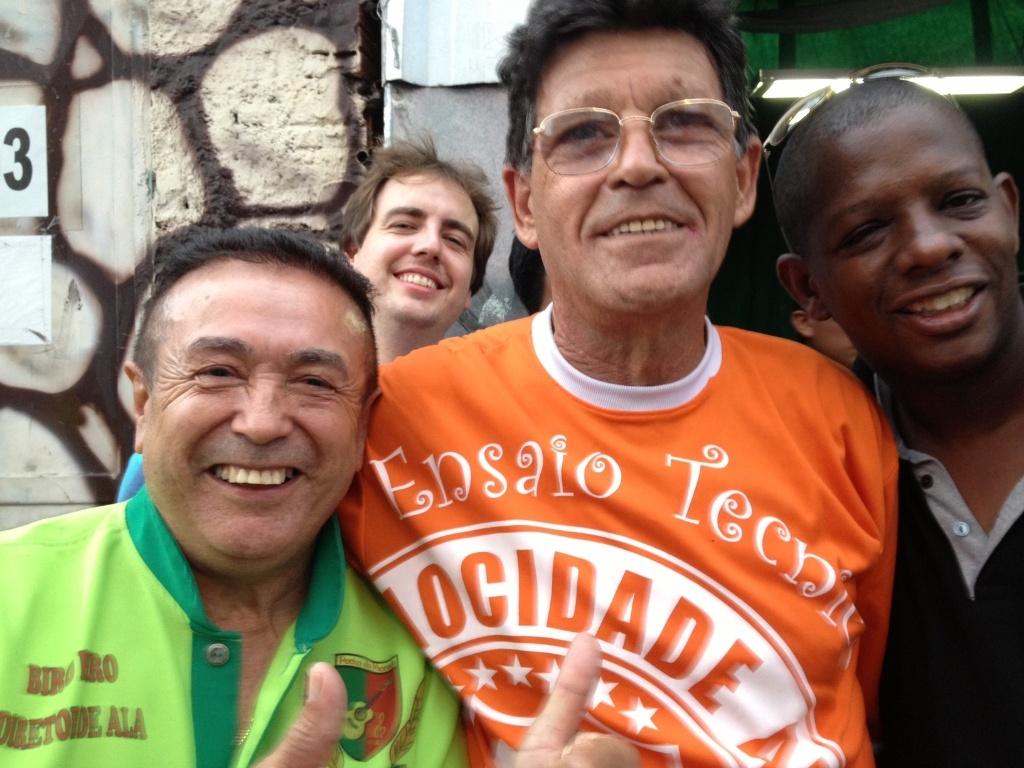 12.fev.2013 - Biro Biro e Mário Pires, integrantes da Mocidade Alegre