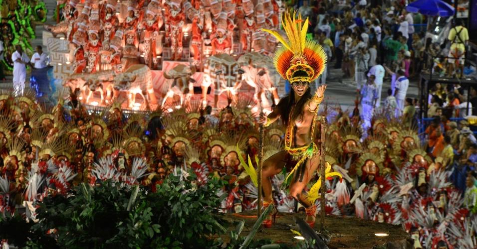 12.fev.2013 - Cahê Rodrigues, carnavalesco da Imperatriz, levou o passado e o presente do Pará à Sapucaí com referências às suas fortes tradições indígenas