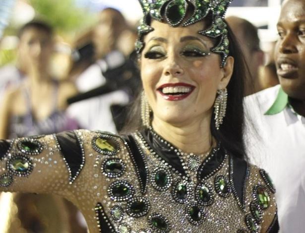 12.fev.2013 - Christiane Torloni, destaque no sexto carro da Grande Rio, na concentração da Escola na Sapucaí