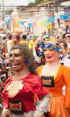 12.fev.2013 - Encontro dos Bonecos Gigantes acontece há 26 anos nas terças-feiras de Carnaval em Olinda; entre as personalidades representadas, estão ícones da cultura pernambucana, como Capiba, Selma do Coco e Lia de Itamaracá.