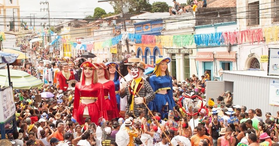 12.fev.2013 - Encontro dos Bonecos Gigantes acontece há 26 anos nas terças-feiras de Carnaval em Olinda; estrutura foi elaborada pelo bonequeiro Silvio Botelho.