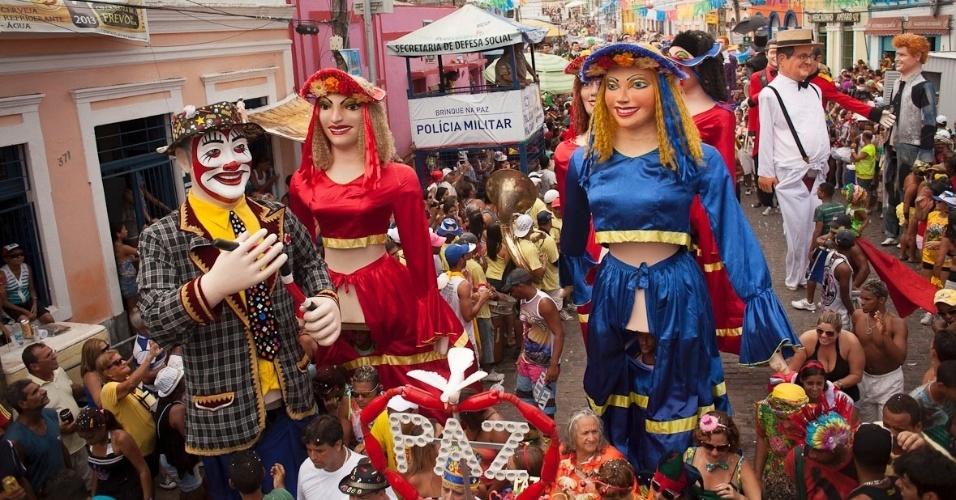 12.fev.2013 - Encontro dos Bonecos Gigantes acontece há 26 anos nas terças-feiras de Carnaval em Olinda; desfile saiu este ano às 13h.