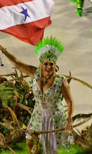 12.fev.2013 - Fafá de Belém foi destaque na alegoria da comissão de frente. Ala representa os ancestrais indígenas dos índios paraenses.