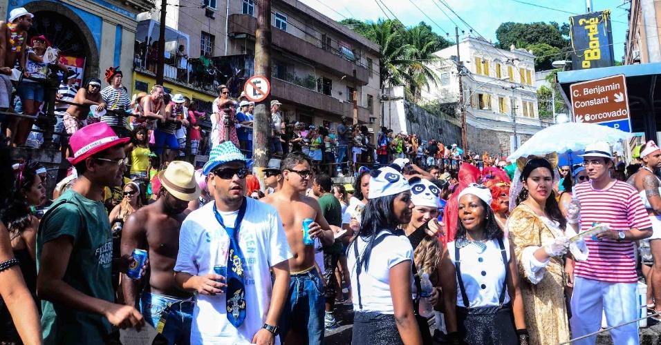 12.fev.2013 - Foliões tomam ruas de Santa Teresa, no bloco das Carmelitas, no Rio