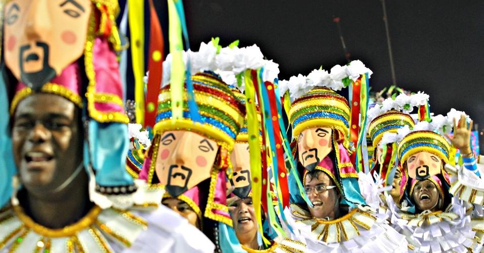 12.fev.2013 - Imperatriz Leopoldinense é a penúltima escola do Grupo Especial a entrar na Sapucaí e conta a história do estado do Pará