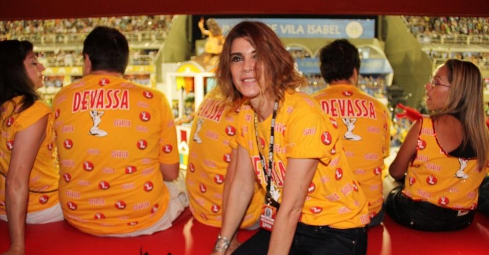 12.fev.2013 - Monica Torres posa para fotos no camarote Devassa