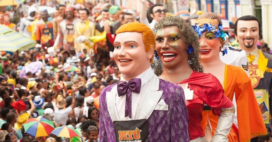 12.fev.2013 - Os cerca de cem bonecos que desfilam pelas ruas de Olinda, sempre na terça-feira de Carnaval, são idealizado pelo artista Silvio Botelho
