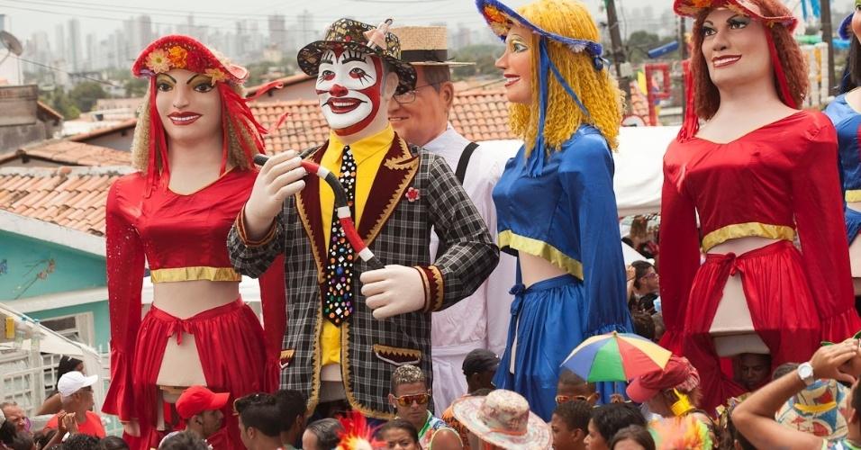 12.fev.2013 - A 26ª edição do evento do Encontro dos Bonecos Gigantes homenageou o cantor Veio Mangada, que se apresentou pela manhã.