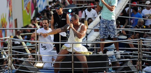 Léo Santana, do Parangolé, comanda bloco no Carnaval baiano em 2013 - Angelo Pontes / Coperphoto