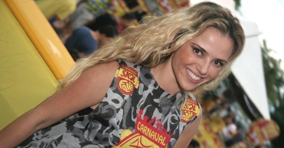 13.fev.2013 - A atriz Nathália Rodrigues aproveita o Carnaval de Florianópolis