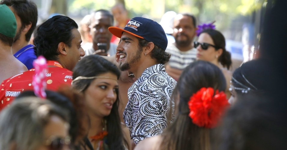 13.fev.2013 - Caio Castro participou do desfile do bloco Me Beija que Sou Cineasta, na zona sul do Rio