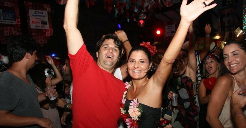 13.fev.2013 - Casal se anima com a folia carnavalesca