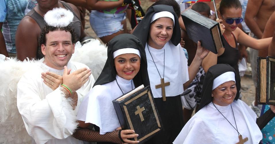 13.fev.2013 - Fantasiados, os foliões ganham as ruas de Olinda para se despedir do Carnaval