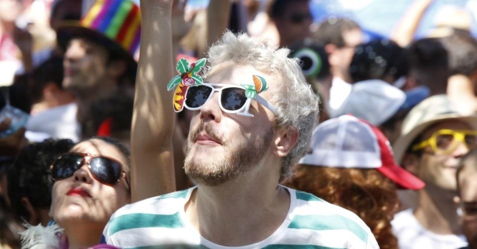 13.fev.2013 - Guilherme Weber participou do desfile do bloco Me Beija que Sou Cineasta, na zona sul do Rio