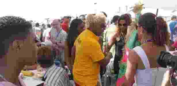 13.fev.2013 - Ivo Meirelles e integrantes da escola de samba Mangueira aguardam o início da apuração na Sapucaí - Graça Paes e Marcos Ferreira/Foto Rio News