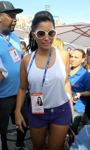 13.fev.2013 - Rainha de Bateria da Portela, Patricia Nery acompanha apuração no Rio de Janeiro