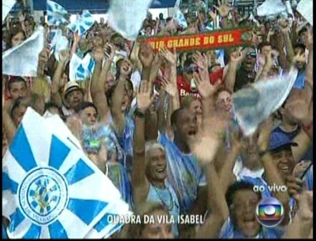 13.fev.2013 - Torcida na quadra da escola de samba Vila Isabel acompanha a apuração do grupo especial na Sapucaí