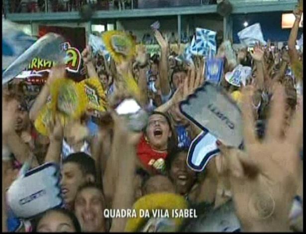 13.fev,2013 - Torcida na quadra da escola de samba Vila Isabel comemora a liderança durante a apuração do grupo especial