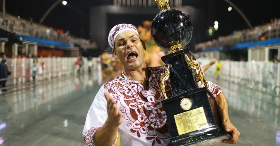 15.fev.2013 - Após três anos no grupo de acesso, a Leandro de Itaquera comemora o retorno ao grupo especial