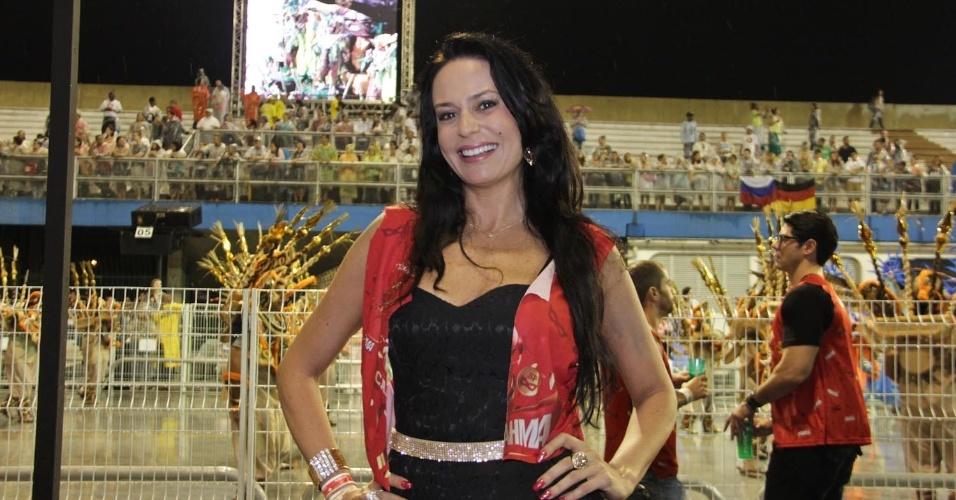 15.fev.2013 - Cozete Gomes no Camarote Brahma no desfile das campeãs do Carnaval de São Paulo, no Sambódromo do Anhembi