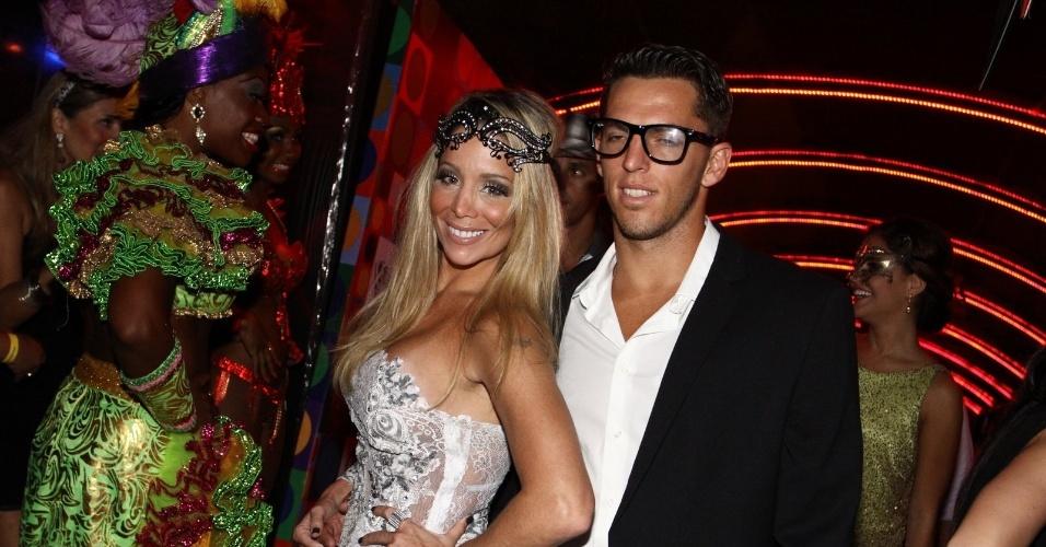 15.fev.2013 - Danielle Winits com o namorado Amaury Nunes no Baile do Glamurama no MAM (Museu de Arte Moderna), no Rio de Janeiro