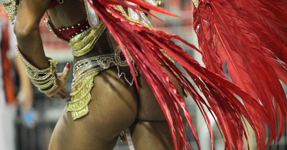 15.fev.2013 - Dragões da Real se apresenta no desfile das campeãs no Sambódromo de São Paulo