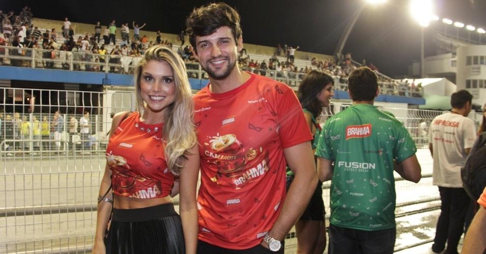 15.fev.2013 - Flávia Viana e Justin no Camarote Brahma no desfile das campeãs do Carnaval de São Paulo, no Sambódromo do Anhembi