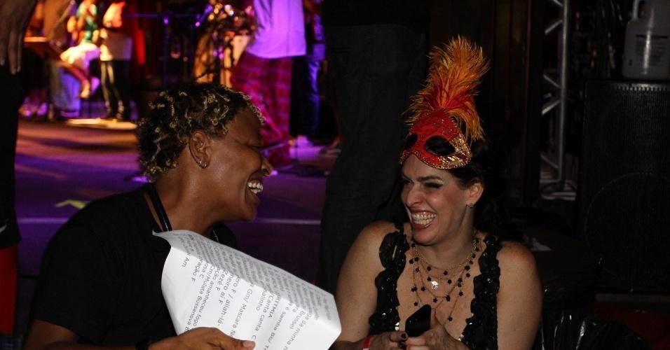 15.fev.2013 - Mart'nália e Paula Lavigne no Baile do Glamurama no MAM (Museu de Arte Moderna), no Rio de Janeiro