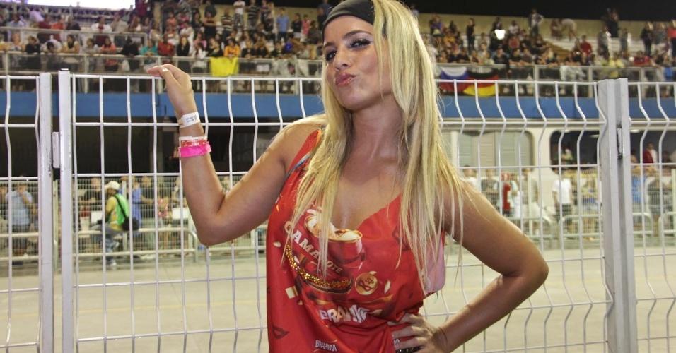 15.fev.2013 - Mônica Apor no Camarote Brahma no desfile das campeãs do Carnaval de São Paulo, no Sambódromo do Anhembi