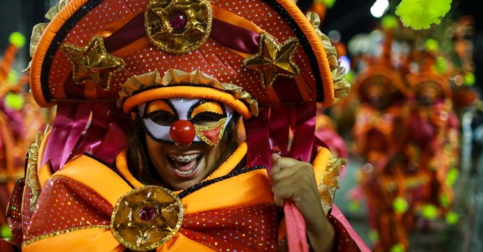 15.fev.2013 - Pérola Negra se apresenta no desfile das campeãs no Sambódromo de São Paulo