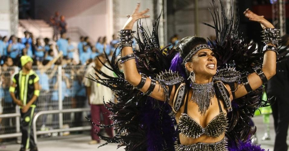 16.fev.2013 - A escola de samba Mocidade Alegre encerrou o Desfile das Campeãs em São Paulo