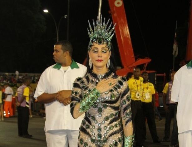 16.fev.2013 - Christiane Torloni medita antes de entrar na avenida para o desfile das campeãs no Rio