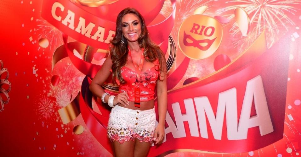 16.fev.2013 - Nicole Bahls em camarote durante o desfile das campeãs do Carnaval Carioca