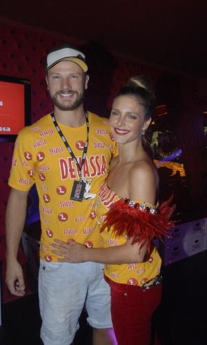 16.fev.2013 - Fernanda Lima e Rodrigo Hilbert em camarote da Marquês do Sapucaí durante o desfile das campeãs do Carnaval Carioca
