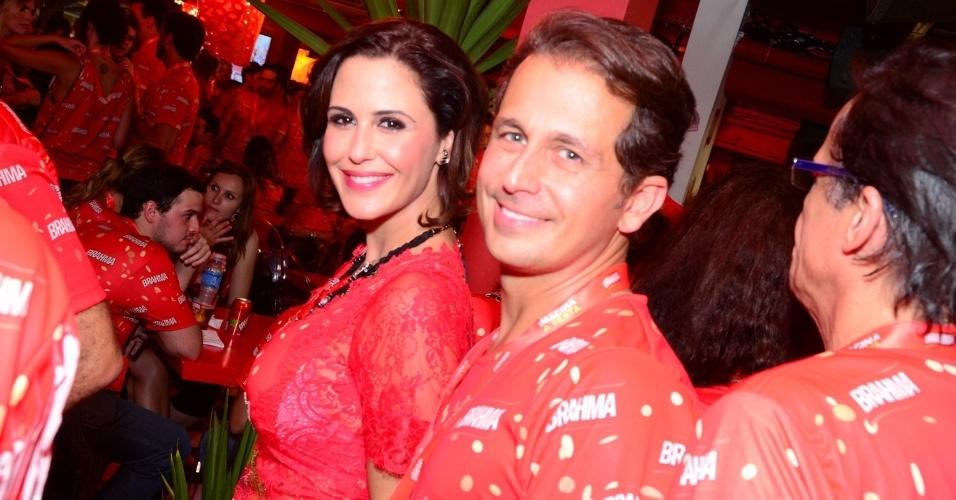 16.fev.2013 - Guilhermina Guinle e Leonardo Antonelli em camarote durante o desfile das campeãs do Carnaval Carioca