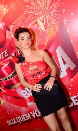 16.fev.2013 - Mayana Neiva em camarote durante o desfile das campeãs do Carnaval Carioca