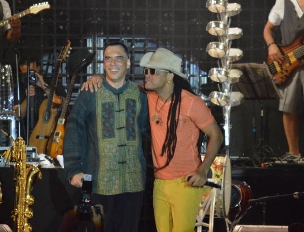 16.fev.2013 - O cantor Carlinhos Brown comandou o Sarau do Brown em Salvador. O show contou com participação de Arnaldo Antunes